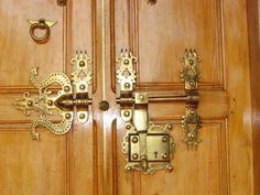 Old Door And Locks Manichithrathazhu Doors