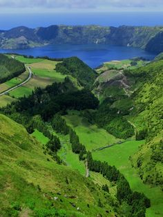 Portugal, Azoren What A Beautiful World, Beautiful Places, Areas Protegidas, Portugal, Countries To Visit, Top Photo, Natural Wonders, The Good Place, Madeira