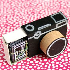 Turn a matchbox into a cute little camera and fill it with picture prompts. Perfect handmade gift for a friend who loves photography. handmade gift Turn a matchbox into a cute little camera and fill it with picture prompts. Cute Crafts, Diy And Crafts, Men Crafts, Diy Crafts For Gifts, Etsy Crafts, Cute Diys, Decor Crafts, Diy Cadeau, Little Camera
