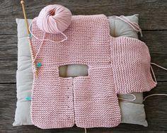 crochet baby cardigan Baby Cardigan Making Erzhlt und Illustriert, # babycartoon . How To Start Knitting, Knitting For Kids, Baby Knitting Patterns, Baby Patterns, Free Knitting, Baby Sweater Patterns, Cardigan Bebe, Knitted Baby Cardigan, Tricot Baby