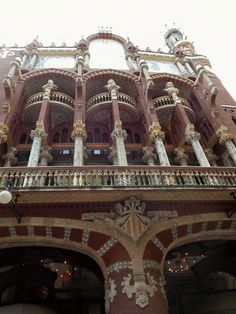 One of the excursions that I take the students on is a Modernisme walk.  I take them to see different houses from the Modernisme period in Barcelona.  Modernisme is the Catalan version of Art Nouveau.  This is La Palau de la Musica Catala (The Catalan Music Palace).