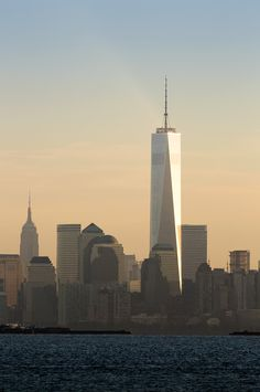 One World Trade Center é inaugurado em Nova York