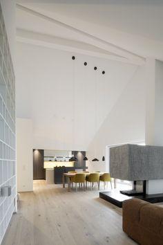 Blick durch den Wohnraum (Destilat Architecture + Design)