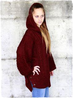 Maglione - Poncho in lana d'alpaca #maglione #poncho #perù #modaetnica #ethnicalfashion #alpacaswhool #lanadialpaca #peruvianfashion #peru #lamamita #moda #fashion #italianfashion #style #italianstyle #modaitaliana #lamamitafashion
