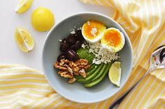 avocado bowl with soft-boiled egg, walnuts, feta cheese and olives Soft Boiled Eggs, Breakfast Tea, Yummy Food, Yummy Recipes, Feta, Avocado, Olives, Cooking, Ethnic Recipes