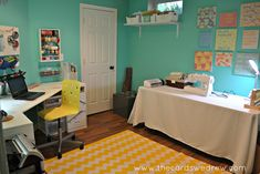 love this colorful craft room