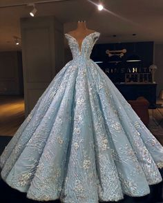 top trends fashion dresses for women's. Discover latest clothing trends from fashion's top designers, cute women's dresses online . Discover various styles and materials of dresses for women . Debut Gowns, Debut Dresses, Gala Dresses, Ball Gown Dresses, 15 Dresses, Elegant Dresses, Pretty Dresses, Homecoming Dresses, Fashion Dresses