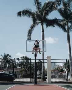 """83.8 mil Me gusta, 611 comentarios - Paula Baena (@paula.baena) en Instagram: """"#Daydreamer 🏀 Esta es una de las fotitos que hicimos en Miami para el vídeo que subimos ayer! Lo…"""" Street Photography, Portrait Photography, Basketball Photography, Basketball Workouts, Best Selfies, Blue Aesthetic, Videos, California, Urban"""
