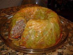 Ингредиенты:   - капуста — 500-600 г  - фарш мясной — 200 г  - рис — 1 мультистакан  - лук — 1 шт.  - сметана — 2 ст. л.  - томатная пас...