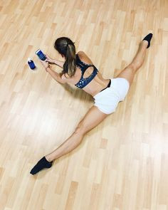 Fitness frauen photography Ideas for 2019 Dance Photography Poses, Dance Poses, Fitness Photography, Yoga Poses, Shape Photography, Sport Photography, Flexibility Dance, Flexibility Workout, Yoga And More