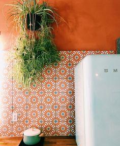 Surf Decor, Sweet Home, Studio Kitchen, Amber Interiors, Kitchen Wallpaper, Retro Home Decor, Mediterranean Style, Inspired Homes, Tile Design