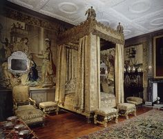 The Kings Room, 17 th C. Knole House The bed curtains once had a brilliant red