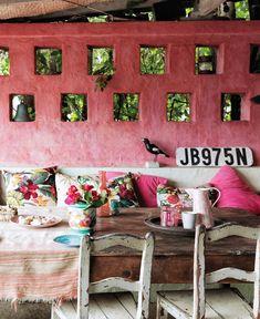 Antique & modern lounge