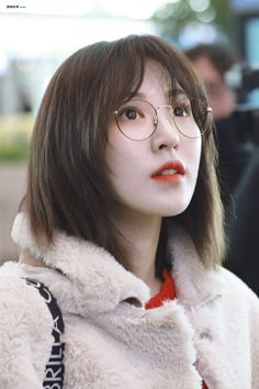 When you care for your hair your whole life changes. Good hair tells other people that you are put together. Seulgi, Kpop Girl Groups, Kpop Girls, New Hair, Your Hair, Ulzzang, Wendy Red Velvet, Red Queen, Olaf