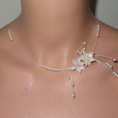 Collier fleur perles   ivoire plumes mariage