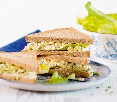 Tramezzini mit Mayonnaise und Gemüse sind in Italien, vor allem im Norden, beliebte kleine Mahlzeiten.