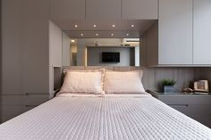 Bedroom Apartment, Home Bedroom, Bedroom Decor, Bedroom Closet Design, Bedroom Wardrobe, 2 Storey House Design, Small Space Interior Design, Home Design, Bedroom Cupboards