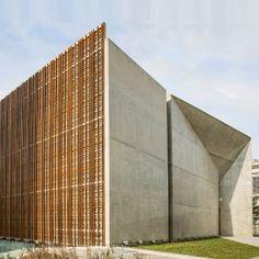 Faceted+concrete+and+latticed+timber+frame+Brazilian+cultural+centre+by+São+Paulo+Arquitetura
