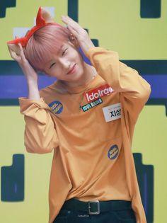 "Gue be like:""yadahlah yah,orang ganteng bebas"" Park Ji-sung, Park Jisung Nct, My Little Baby, Na Jaemin, Baby Chicks, Julia, Ji Sung, Kpop Boy, Taeyong"
