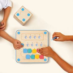 Before your child learns to read, they can learn programming, thanks to Cubetto, a coding toy for kids that uses a very cool wooden, screenless robot. Learn To Code, Learn To Read, Robot Games For Kids, Toddler Toys, Kids Toys, Teaching Kids, Kids Learning, Learn Programming, Computer Programming