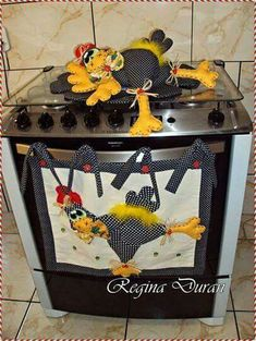 Combo de gallinas Sewing Crafts, Sewing Projects, Projects To Try, Felt Crafts, Diy And Crafts, Chicken Quilt, Chicken Pattern, Diy Y Manualidades, Wool Applique Patterns