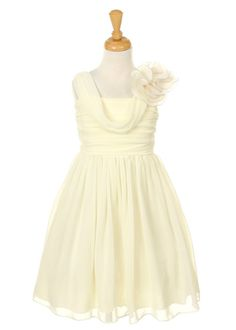 Could be good option for summer wedding.. (for my sis). This is ivory, also, fuschia and purple.