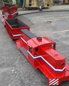 N Scale Buildings, Backyard Buildings, Ride On Train, Backyard Toys, Garden Railroad, Hobby Trains, Rail Car, Oak Hill, Family House Plans
