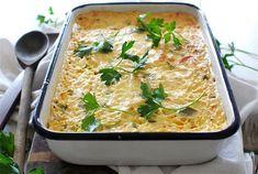 Quick, cheap, and easy chicken casserole recipes that use only five ingredients. Quick Casseroles, Quick Meals, Slow Cooker Recipes, Cooking Recipes, Healthy Recipes, Simple Recipes, Healthy Foods, Chicken Casserole, Casserole Recipes