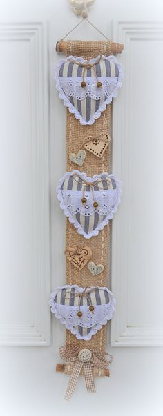 lovely idea and something different but easy New Crafts, Sewing Crafts, Diy And Crafts, Arts And Crafts, Rustic Crafts, Burlap Crafts, Valentine Day Crafts, Christmas Crafts, Valentines