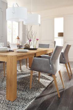 Der moderne und elegante Armlehnenstuhl von Natura Carry mit dem passenden Esstisch von Natura Novum wird Sie begeistern! Mehr Infos bei Spitzhüttl Home Company. #home #einrichtung #Esszimmer #diningroom #möbel #wohnen #homeinspiration #speisen #massivholz #wood