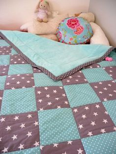 Patchwork blanket The particular Fall/Winter manner offered at Venice Design Week took your again Patchwork Blanket, Patchwork Baby, Crazy Patchwork, Patchwork Quilting, Sewing For Kids, Baby Sewing, Diy For Kids, Quilt Baby, Diy Bebe