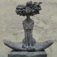 Valerie Hadida | Nuage  http://www.lilavert.com/blog_lilavert/les-petites-bonnes-femmes-de-valerie-hadida-sculpteur-et-peintre/