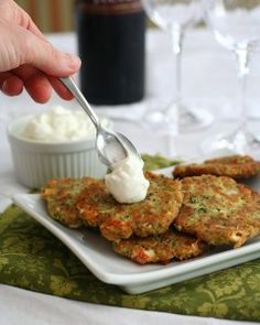 Low Carb Zucchini and Feta Fritters - Golden brown zucchini fritters with the salty tang of feta cheese. A great way to use up zucchini and a perfect low carb appetizer or side dish. NETCARBS = 3 g per serving, 2 fritters Low Carb Recipes, Diet Recipes, Vegetarian Recipes, Cooking Recipes, Healthy Recipes, Healthy Snacks, Healthy Eating, Diabetic Snacks, Flax Seed Recipes