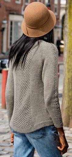 Пуловер реглан Teegan, вязанный спицами сверху вниз без швов