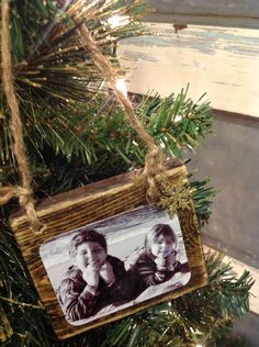 Homemade Wood Scrap Photo Ornaments After making my Rustic Wood Sign Ornaments the other day, I semi-sort of became obsessed with making Christmas ornaments. For this Wood Scrap Photo Ornament, I… Rustic Christmas Ornaments, Homemade Christmas Decorations, Christmas Photos, Christmas Holidays, Ornaments Ideas, Holiday Decor, Diy Photo Ornaments, Christmas Christmas, Christmas Vacation
