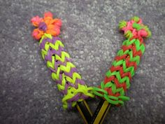 Rainbow Loom, Flower Pencil Hugger: Hope you enjoy making this! Please leave honest feedback on how to improve it. Pebble Painting, Pebble Art, Stone Painting, Rainbow Loom Tutorials, Rainbow Loom Charms, Money Origami, Rubber Band Bracelet, Ribbon Sculpture, Boutique Hair Bows