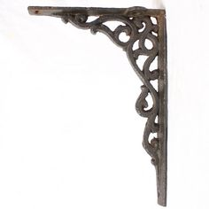 A really nice pair of ornate cast iron brackets, very high quality and well cast. Picture shows a single bracket, price is per pair(2), 1 pair available. £50.00
