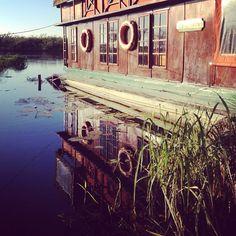 houseboat at the lake