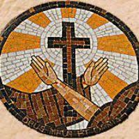 Resultado de imagen para orden franciscana caracteristicas St Francisco, Mosaic Madness, Catholic Religion, Francis Of Assisi, Prayer Room, Coat Of Arms, Christianity, Meditation, Prayers