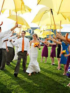 Rainy Day Preparation:Spring weddings bring the unpredictability of rain or sunshine. Make sure you and your wedding guests are prepared with these simple necessities for an outdoor wedding.