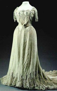 Vestido Bordado Alta Costura.