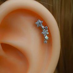[ Materials ] - Surgical stainless steel - Zircon [ Measurement ] - Gauge: 16 G mm) - Bar length: inch) - Flower Dimensions: x Cute Cartilage Earrings, Ear Piercings Tragus, Helix Earrings, Piercing Tattoo, Tassel Earing, Fashion Earrings, Fashion Accessories, Piercing Ideas, Jewels