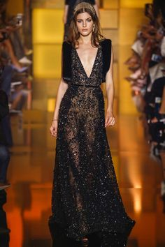 See all the Collection photos from Elie Saab Autumn/Winter 2015 Couture now on British Vogue Couture 2015, Style Haute Couture, Couture Fashion, Runway Fashion, High Fashion, Fashion Show, Fashion Design, Paris Fashion, Fashion Trends