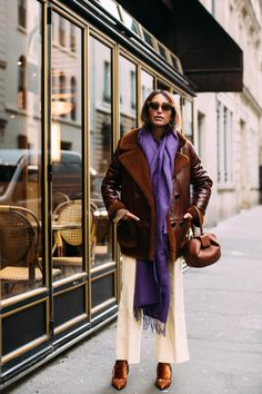 The Best Street Style Looks From Paris Fashion Week Fall 2018 - Fashionista Best Street Style, Street Style 2018, Street Style Trends, Autumn Street Style, Cool Street Fashion, Street Style Looks, Look Fashion, Korean Fashion, Paris Fashion