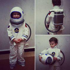 Un costume de cosmonaute pour un petit garçon tout fier #cosplay #couture…