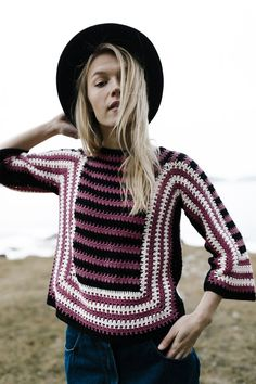 This crocheted sweater playfully combines various stripe widths. The soft and delightful Novita Cotton Soft is perfect for crocheted and knitted summer garments alike. Jumper Patterns, Knitting Patterns Free, Knit Patterns, Free Knitting, Free Crochet, Crochet Tops, Crochet Ideas, Color Stripes, Yarn Colors
