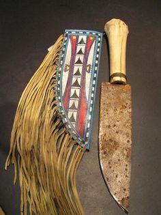 Apache knife with buckskin sheath and frindge in a Lipon Apache, Texas style. Native American Clothing, Native American Crafts, Native American Artifacts, Native American History, American Jewelry, Native American Indians, Indian Artifacts, Indian Beadwork, Native Beadwork
