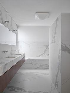 Project badkamer met plaatmateriaal. Mooi doorlopende belijningen!