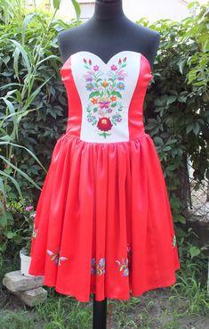 Hímzett menyecske ruha, kalocsai mintával Peplum, Summer Dresses, Wedding Dresses, Beautiful, Tops, Women, Fashion, Bride Dresses, Moda