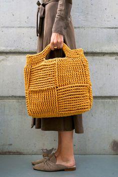 Crochet Clutch Bags, Crochet Handbags, Knit Bag, Modern Crochet, Diy Crochet, Handmade Handbags, Handmade Bags, Knitting Machine Patterns, Crochet Patterns